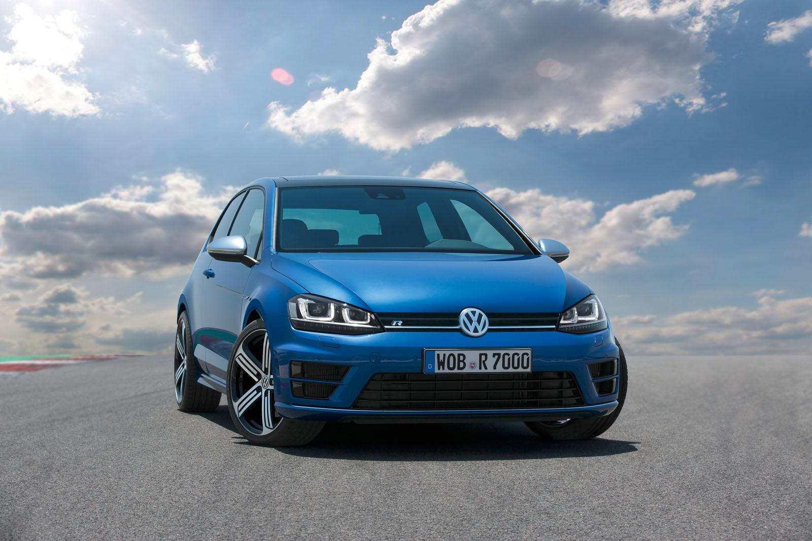 2014-Volkswagen-Golf-R-4