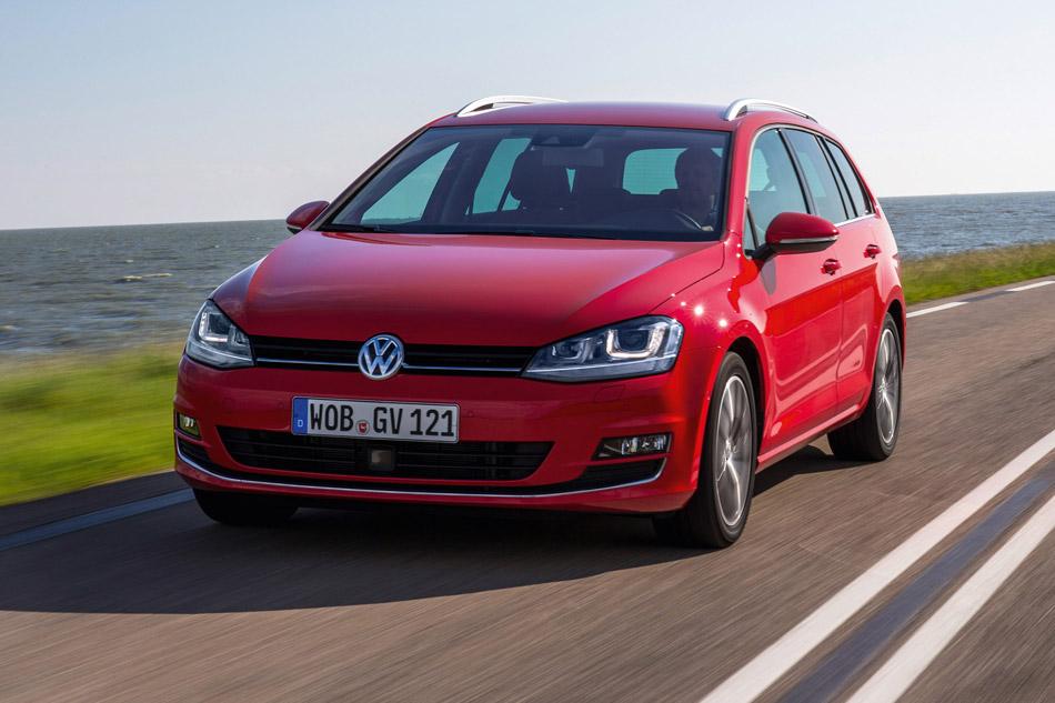 2014-Volkswagen-Golf-VII-Variant-Front-Angle