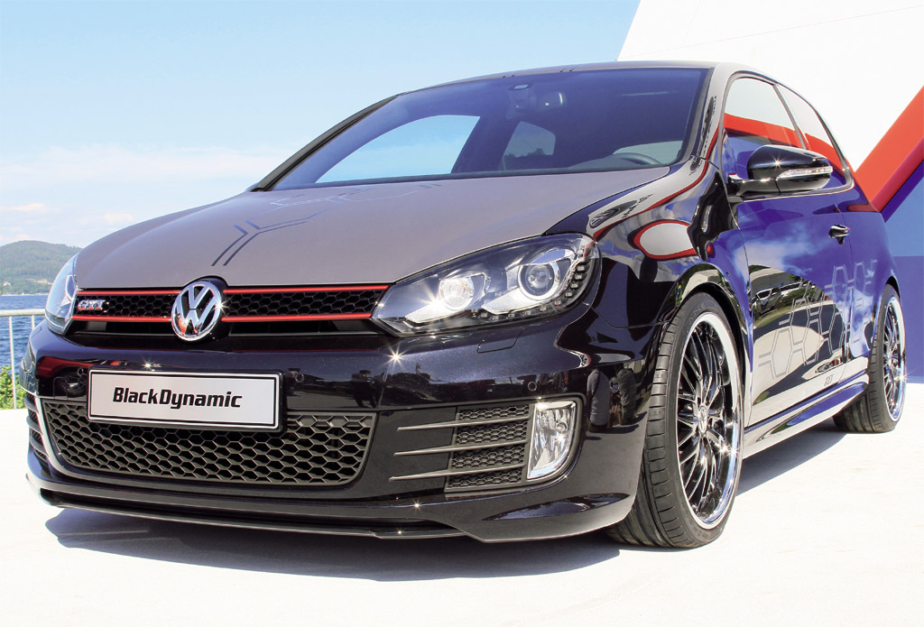 Volkswagen-Golf-GTI-Black-Dynamic-1