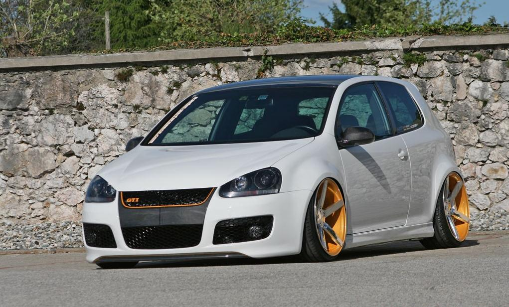 white vw golf mk5 gti on vossen wheels vw golf tuning. Black Bedroom Furniture Sets. Home Design Ideas