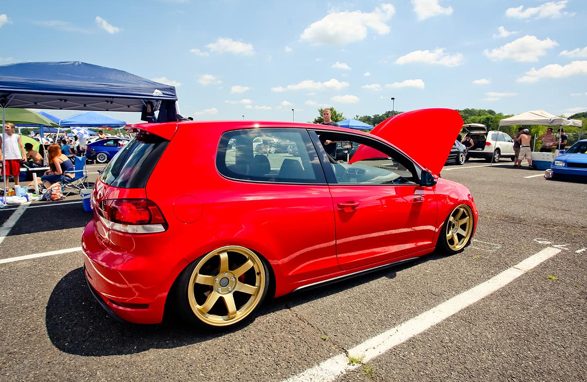 red-vw-golf-mk6-golden-rims
