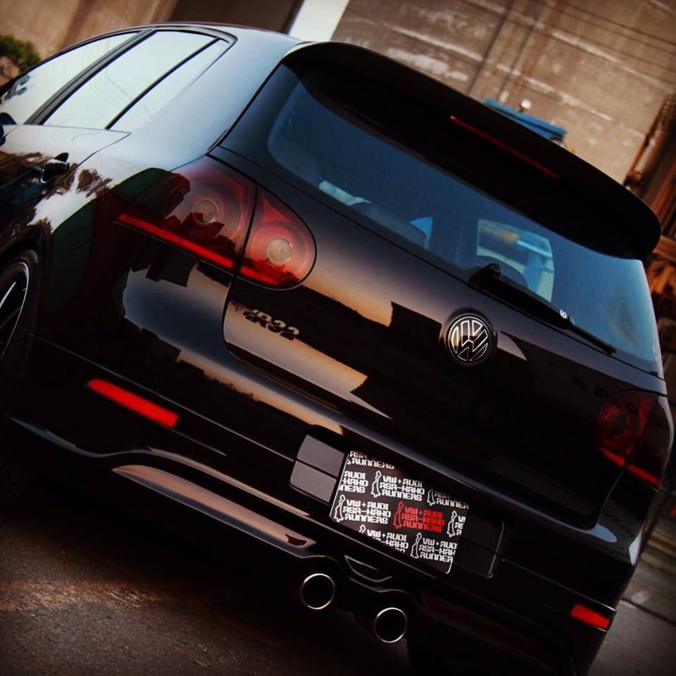 vw-black-golf-mk5-r32