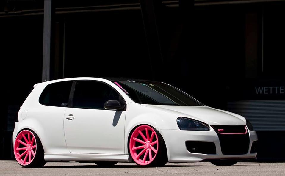 vw-golf-mk5-gti-pink-wheels