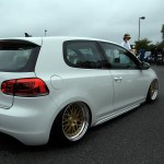 White VW Golf Mk6 with golden wheels