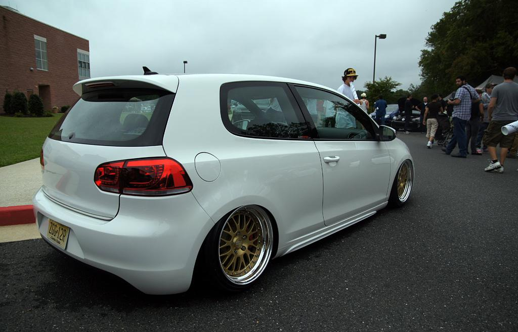 vw-golf-mk6-white-golden-wheels