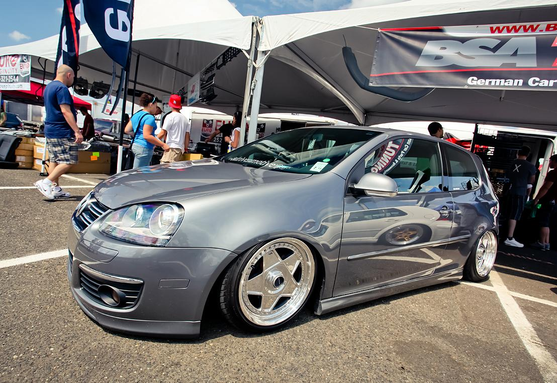 silver-vw-golf-mk5-silver-wheels
