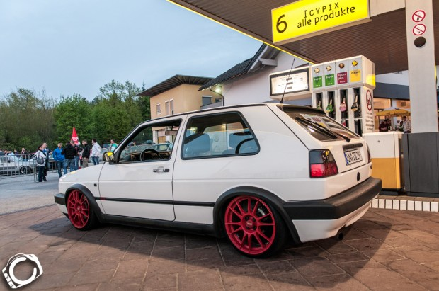 white vw golf mk2 on red oz racing wheels