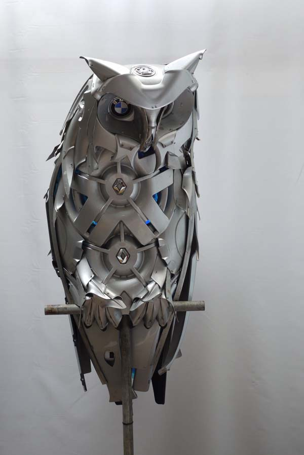 Hubcap Creatures has been working as a professional sculptor since 2001.